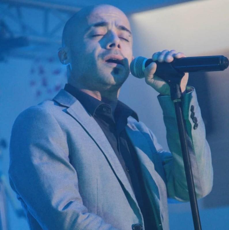 Djino chante Mike Brant