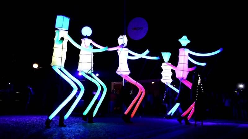 THEATRE DE RUE BIG DANCERS
